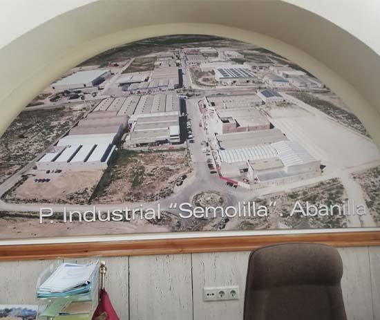 Poligono Industrial Semolilla de Abanilla entrega imagen al Ayuntamiento de Abanilla
